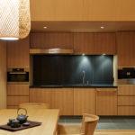 Každá vila má svou kuchyni, jídelnu a obývací prostor