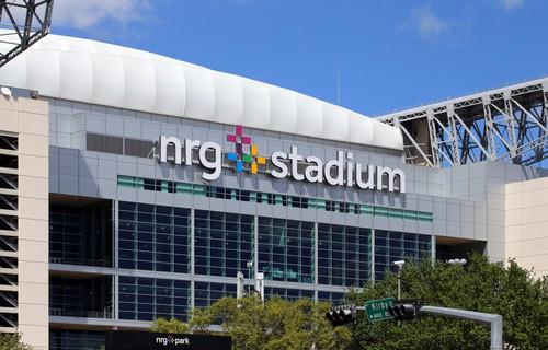 Stadion pro letošní finále Super Bowl. Volí se vždy několik let dopředu. Přesto ještě nikdy nehrálo žádné mužstvo doma.