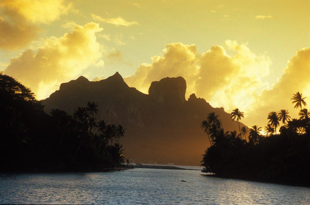 Hora Otemanu v pozadí resortu Conrad Bora Bora