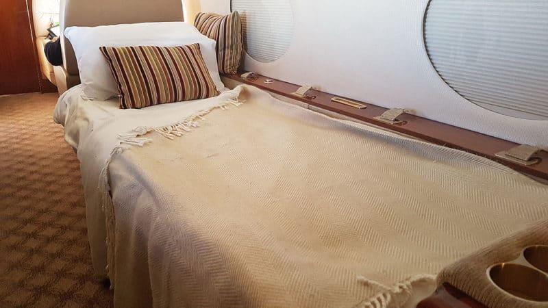 Ze sedačky je během několika okamžiků pohodlná postel