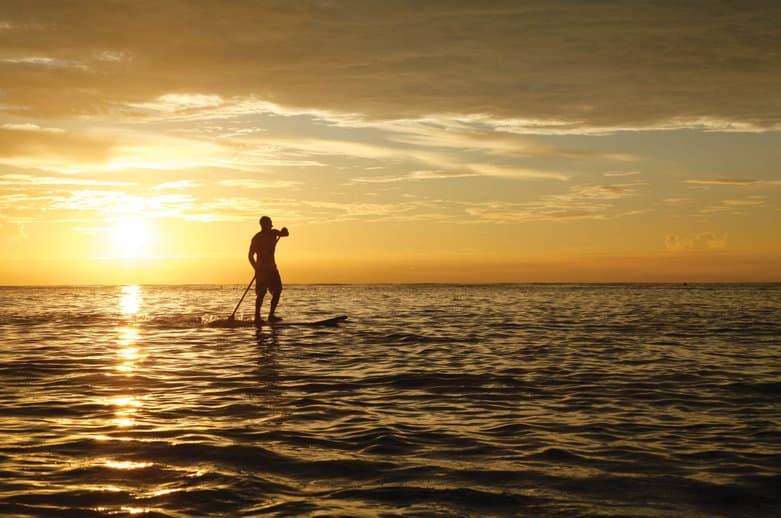 Paddle boarding na Alphonse Island má také leccos do sebe