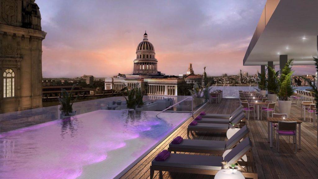 Gran Hotel Kempinski: výhled od bazénu
