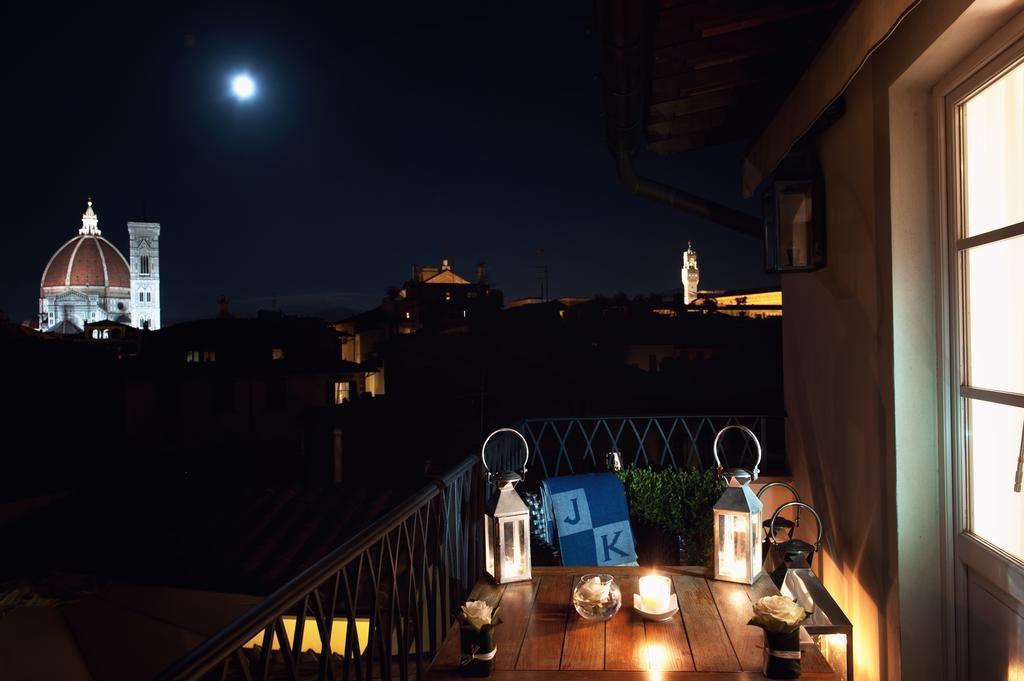 JK Place, Florencie: výhledy z terasy pokoje