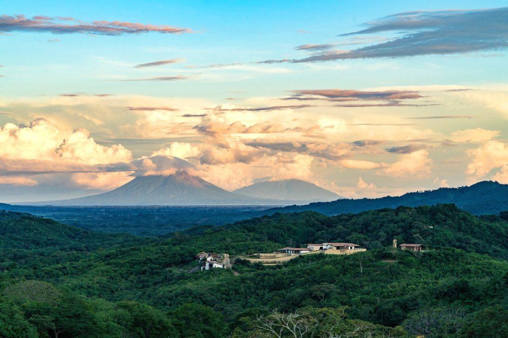 Nekupe, Nikaragua: dramatická krajina pod sopkou