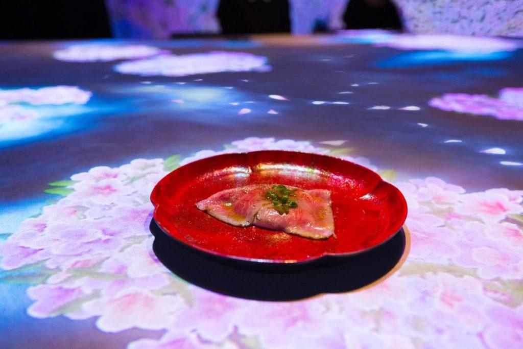 Sagaya, Tokio: ... ale žádný strach, jídlo vám z talíře neuteče