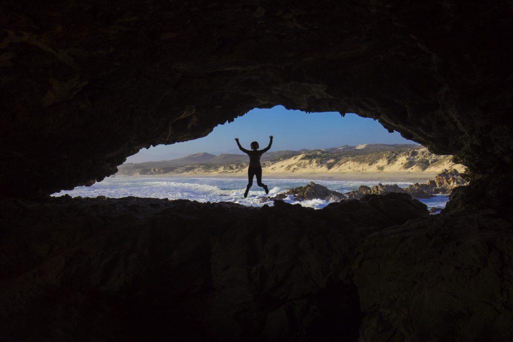 Jižní Afrika, Grootbos, v jeskyních na pobřeží pod rezortem Forest Lodge