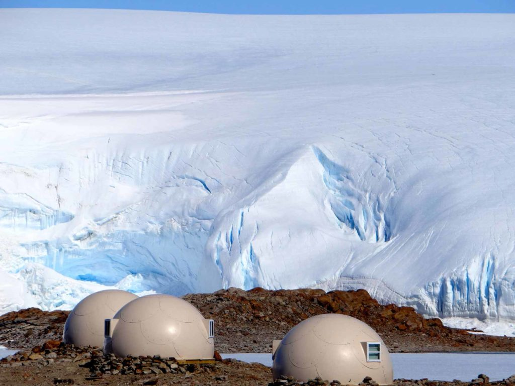 White Desert, Antarktida: ubytování v kopulovitých buňkách z uhlíkových vláken