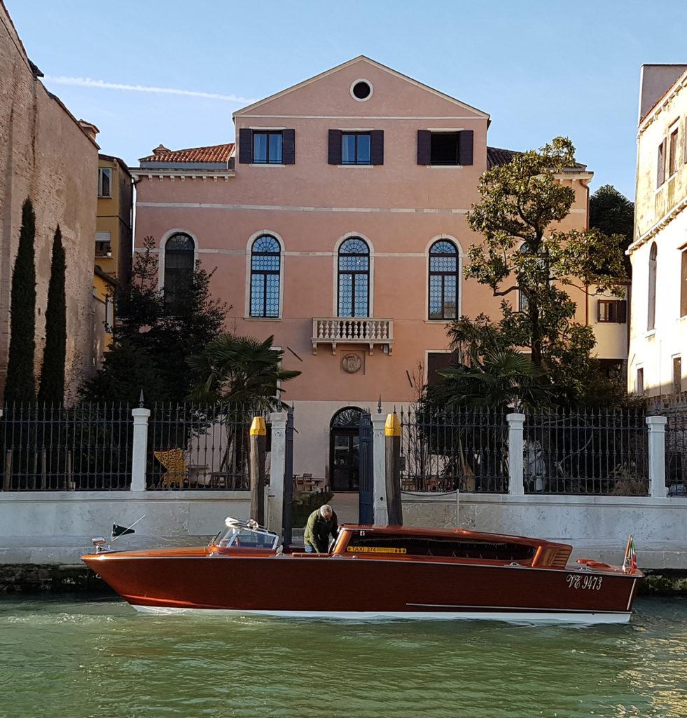 Palazzo Venart: u vstupu už na vás čeká loď