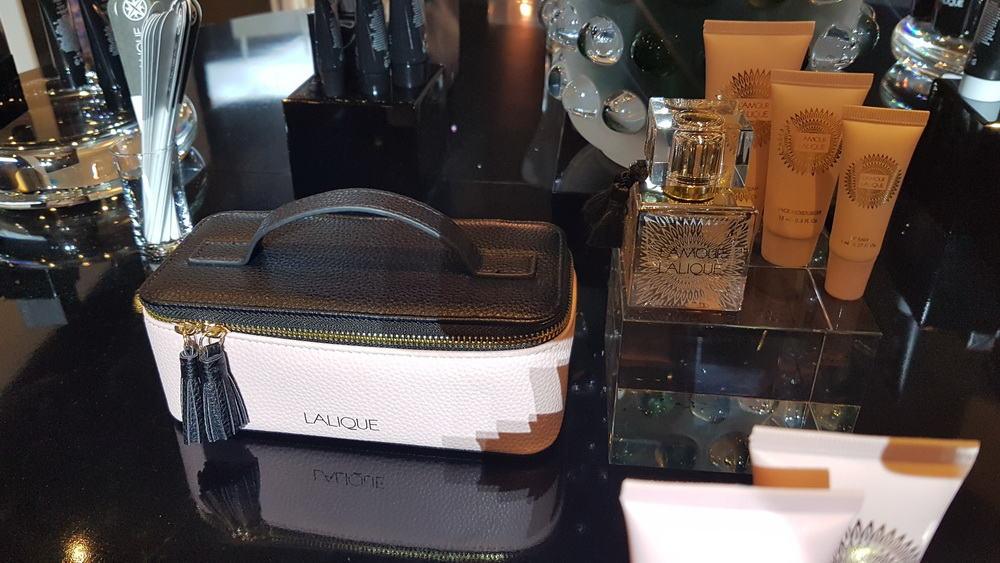 Úroveň podtrhují kosmetiické sady Lalique pro muže i ženy