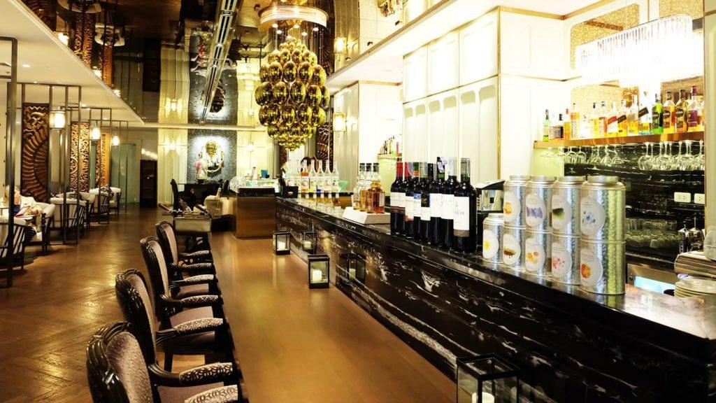 Athenee, Bangkok: a dá se tu zajít i do baru