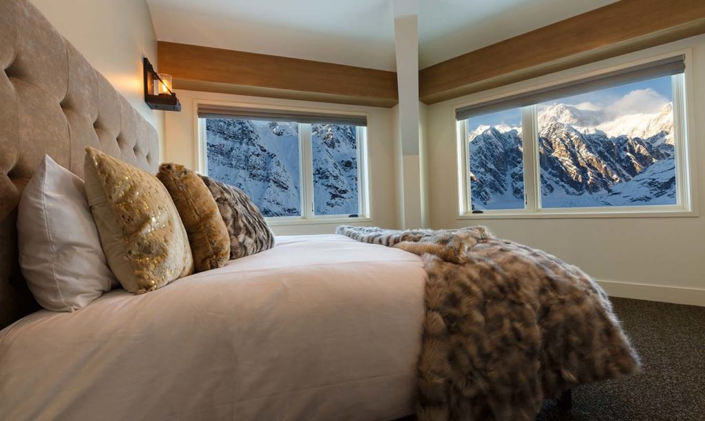 Sheldon Chalet, Aljaška: výhled z postele