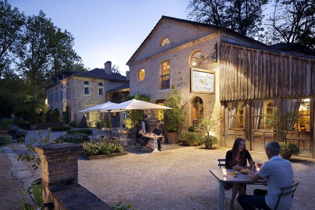 Les Prés d'Eugénie, Francie: tři michelinské hvězdy a kuchařské kurzy