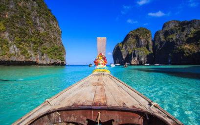 Typické thajské lodě s ozdobami