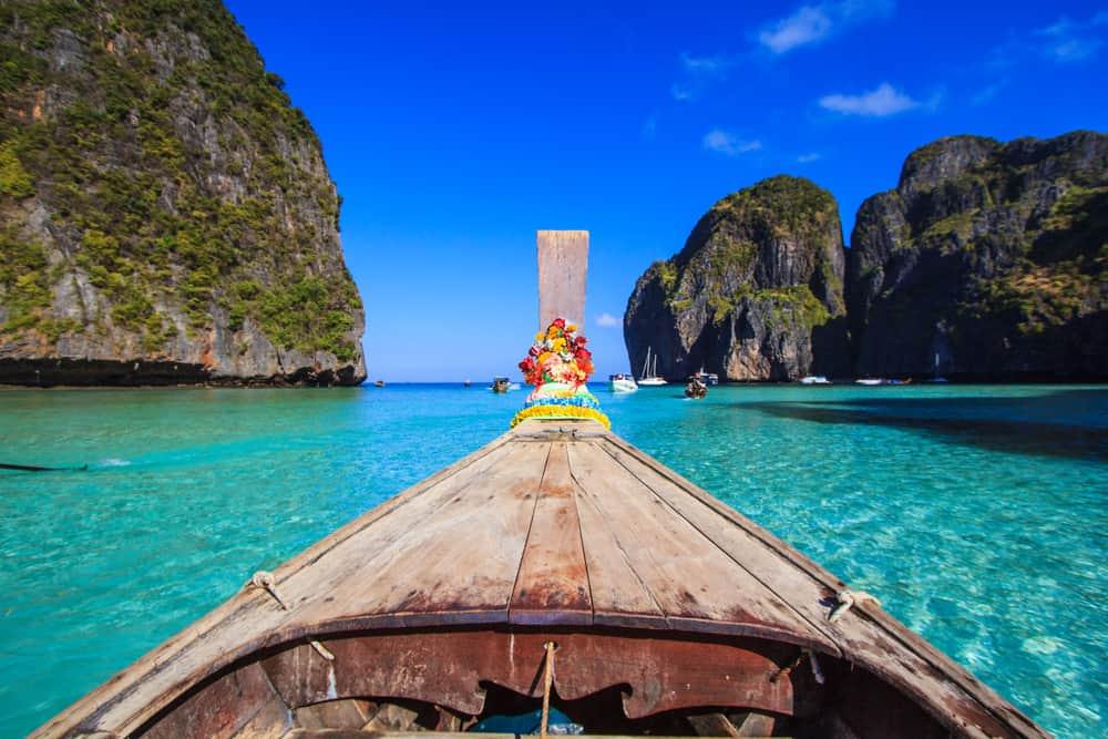 Na Phi Phi ostrovy jsme se vydali lodí