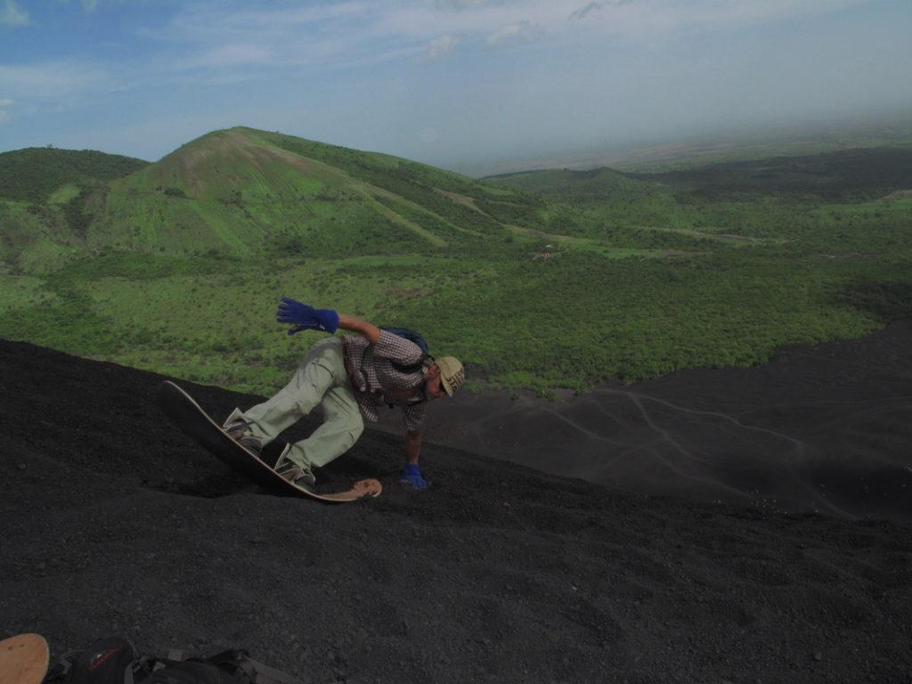 Cerro Negro, Nikaragua: můžete se do toho pustit po hlavě