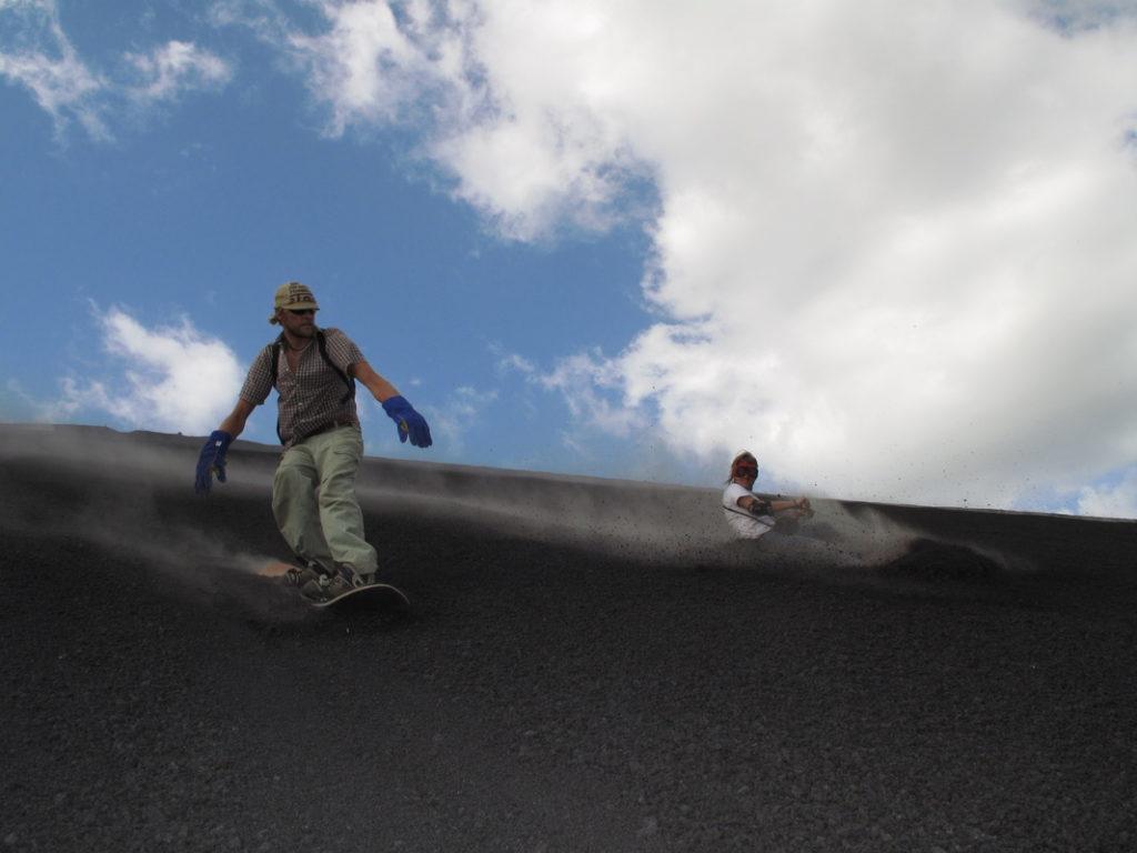 Cerro Negro, Nikaragua: můžete to vzít opatrně