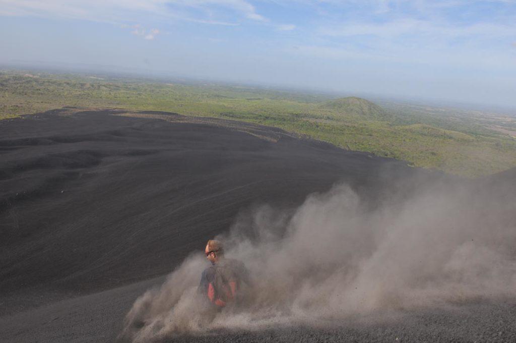 Cerro Negro, Nikaragua: prkno na vulkánu