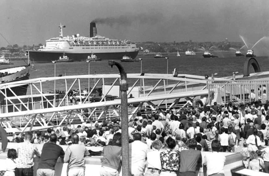 Queen Elizabeth II. vyplouvá na moře