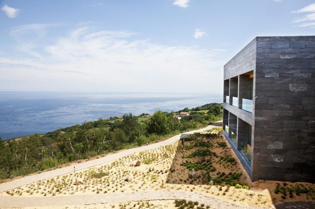 Akelare, San Sebastian: v kopci nad Biskajským zálivem