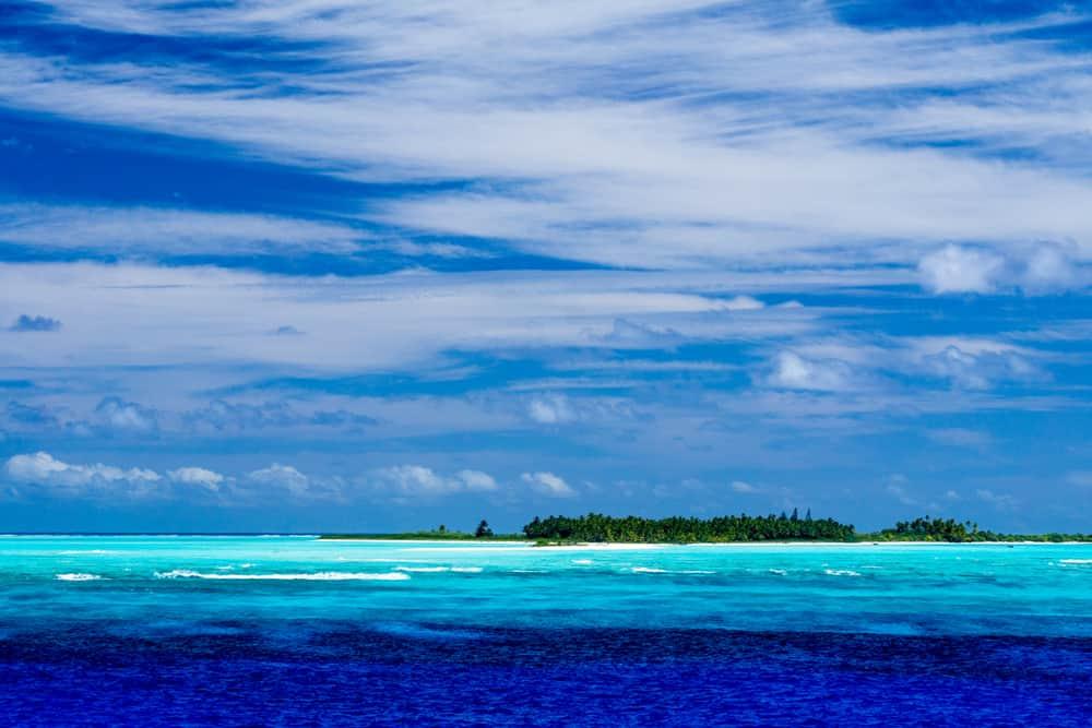 Jeden z dalších tří ostrovů celého Pitcairnova souostroví je asi 100 kilometrů od Pitcairnu