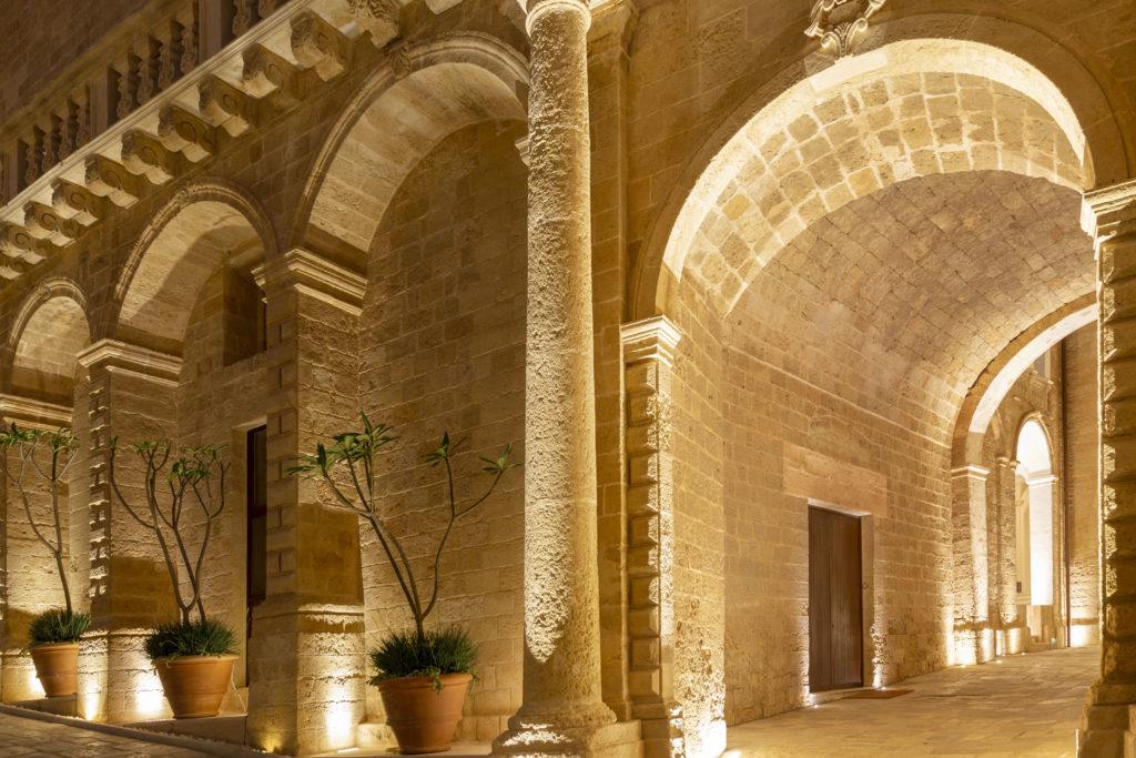 Castello di Ugento, Apulie: detail nádvoří